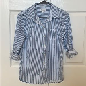 Tops - GAP Fitted Boyfriend Style button down!